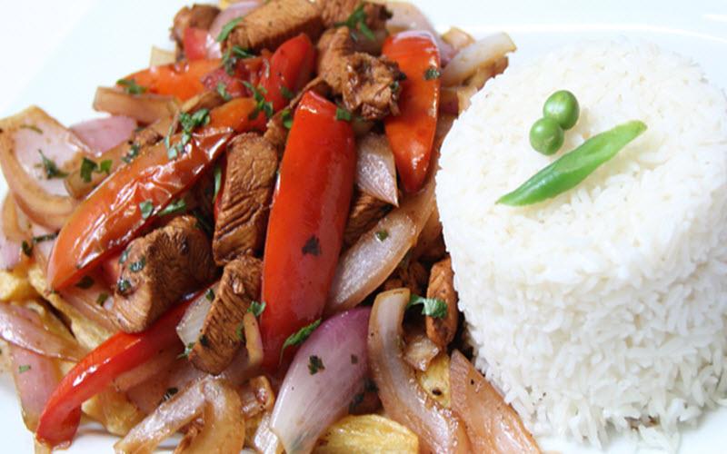 Cómo preparar lomo saltado peruano - receta fácil