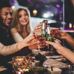 酒吧-朋友乾杯