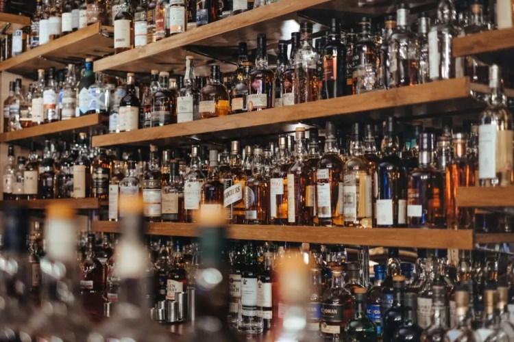 酒吧-酒架