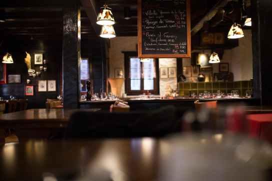 restaurant dark bar architecture