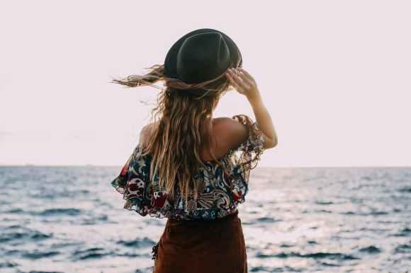 海風 -美女吹海風