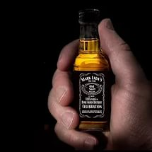 маленькая бутылка Джек Дэниэлс