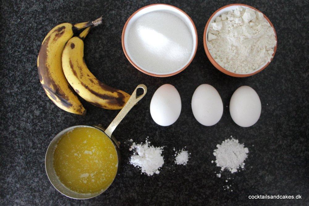 Ingredienser til banankage med chokolade
