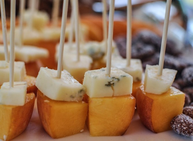 fall entertaining pear and gorgonzola bites
