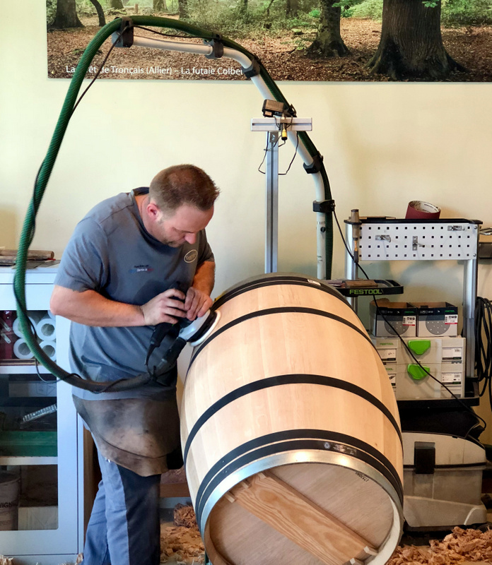 Making a T5 cask at Tonnellerie Taransaud