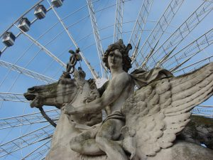 Skulptur vor dem Riesenrad