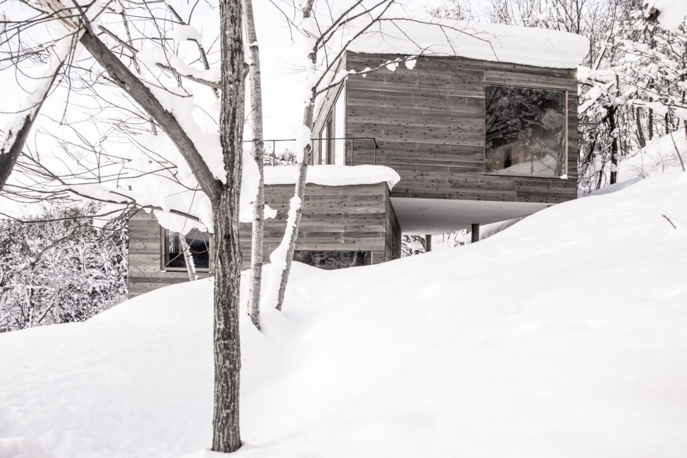 L-House-in-Snow-cococozy