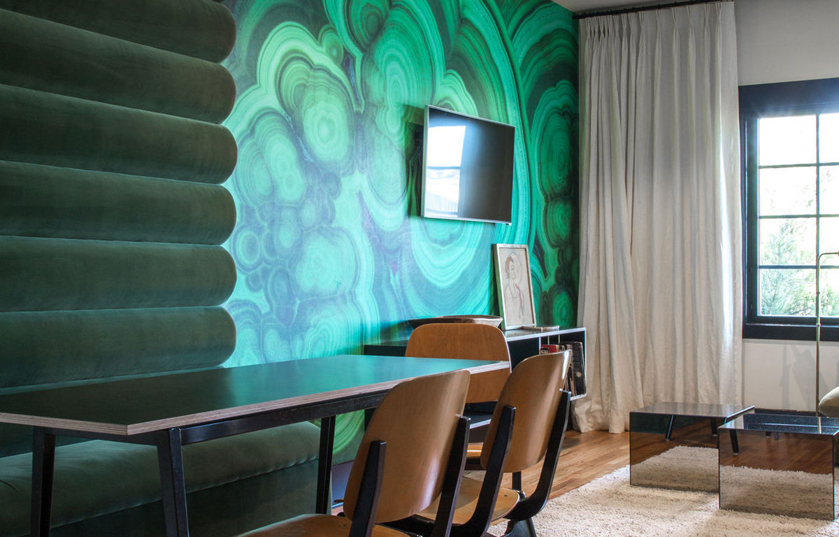 hotel-covell-room-chapter-4-dining-room-malachite-wall-cococozy