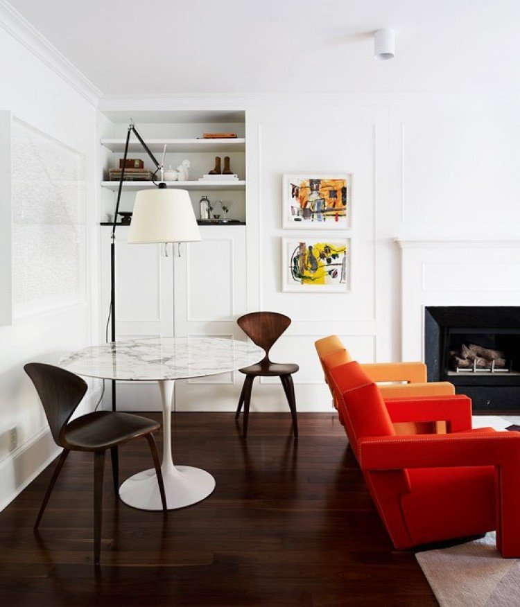 apartment-dining-room-saarinen-tulip-table-orange-side-chair-new-york-arent-pyke-cococozy