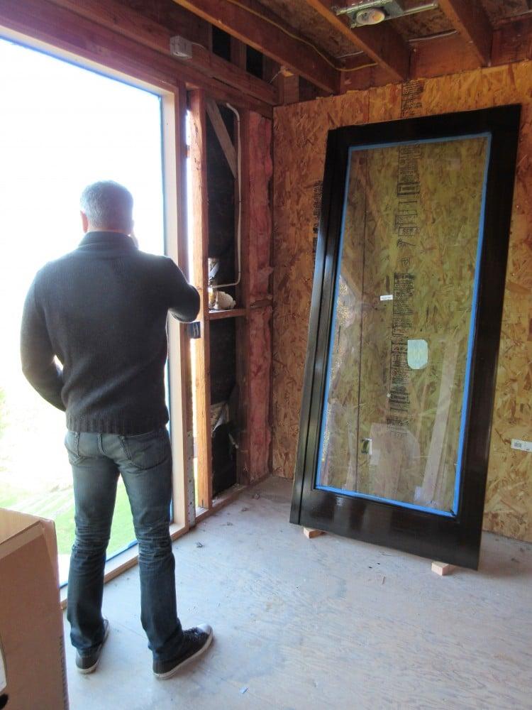 glossy-window-trim-te-home-renovation-malibu-cococozy