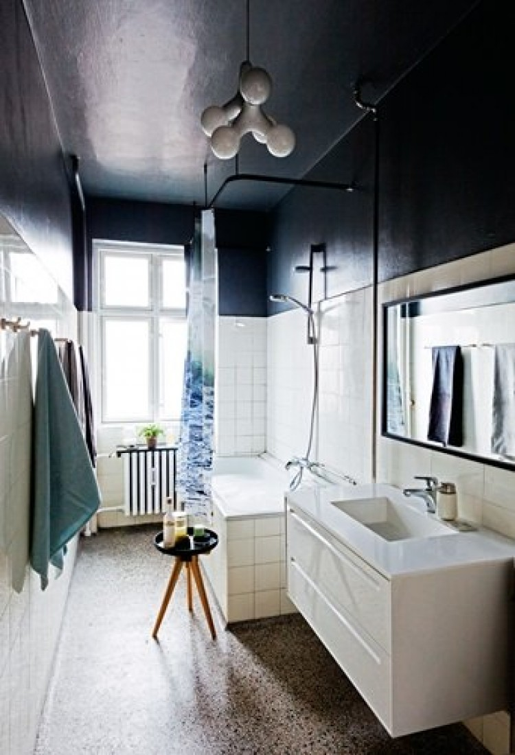 bathroom-two-toned-black-ceiling-color-block-cococozy-bolig