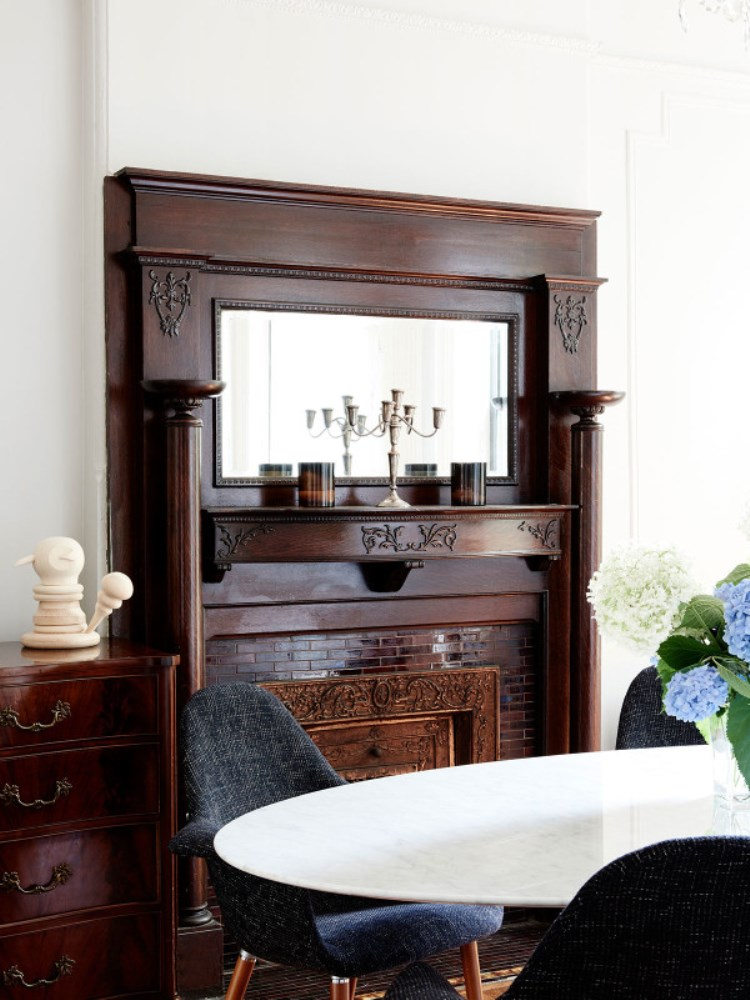 brooklyn-brownstone-dining-room-wood-fireplace-mantel-jeremyville-megan-maircococozy