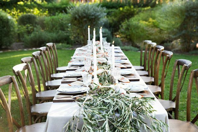 outdoor-garden-dining-room- olive-branch-table-centerpiece-garland-cococozy-markgraham2