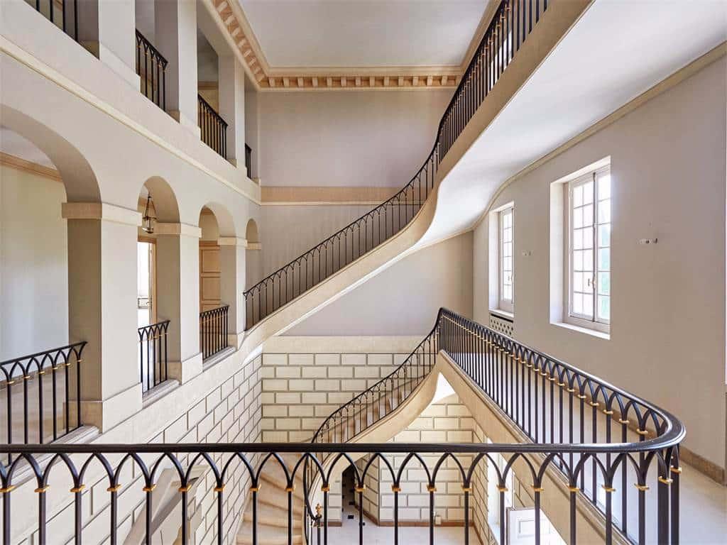 la croix des gardes castle stairs