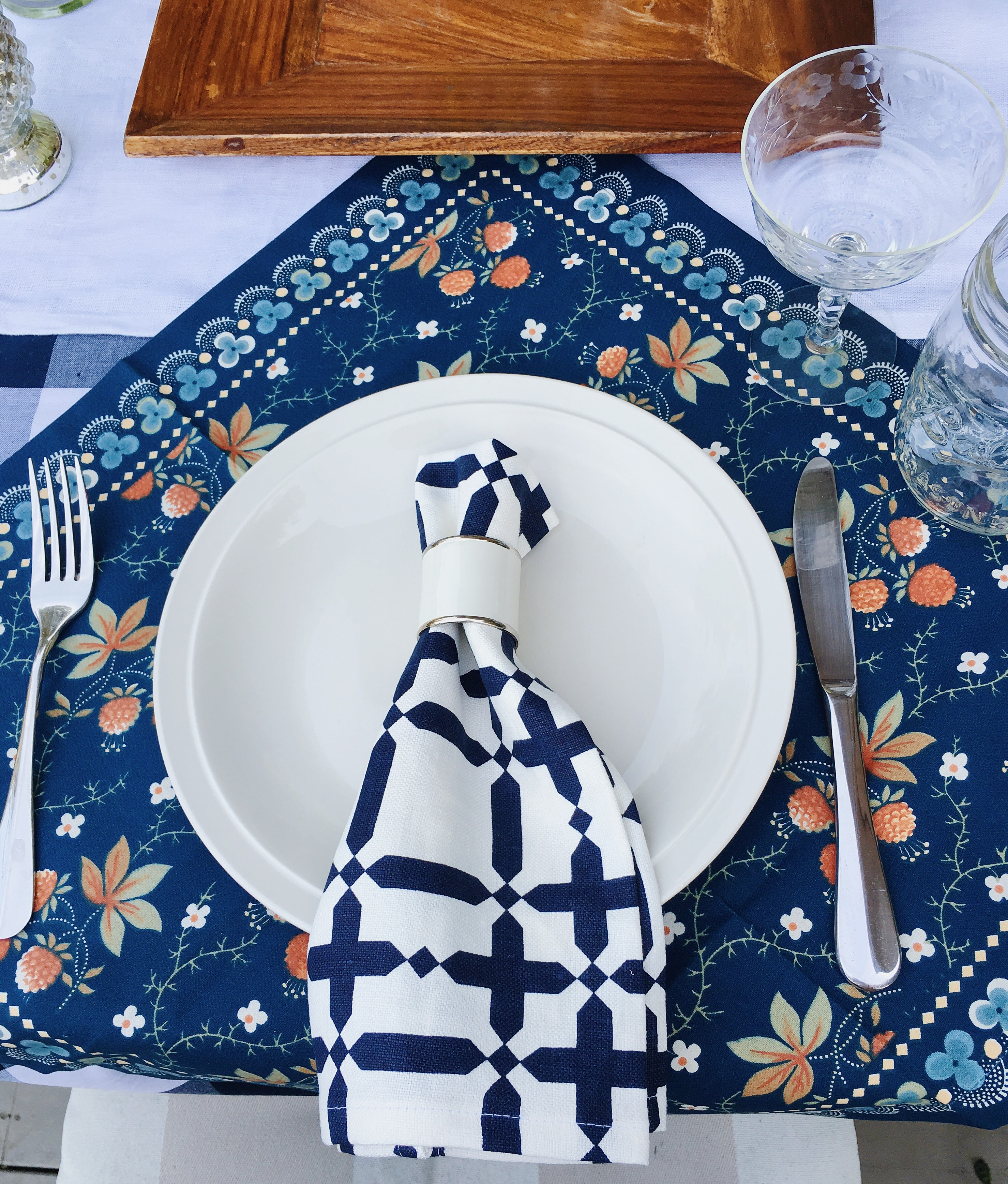 spring picnic table navy blue white COCOCOZY Plaid Napkin