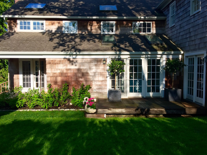 East Hampton Home Exterior Front Yard