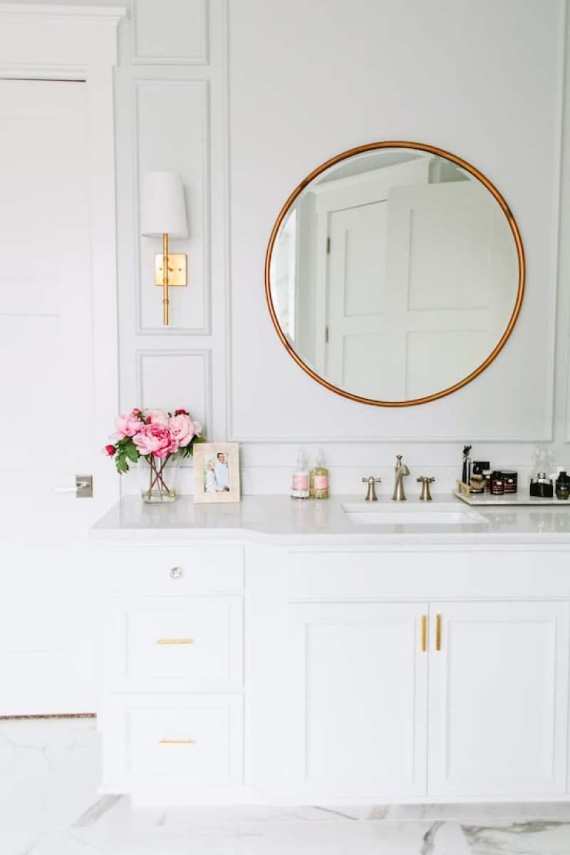 houseofjade-bright-white-bathrooms-cococozy