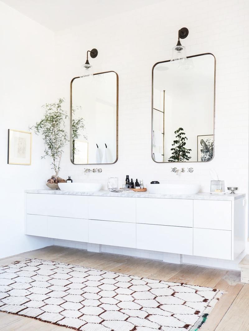 bright white bathroom geometric rug wall mirrors