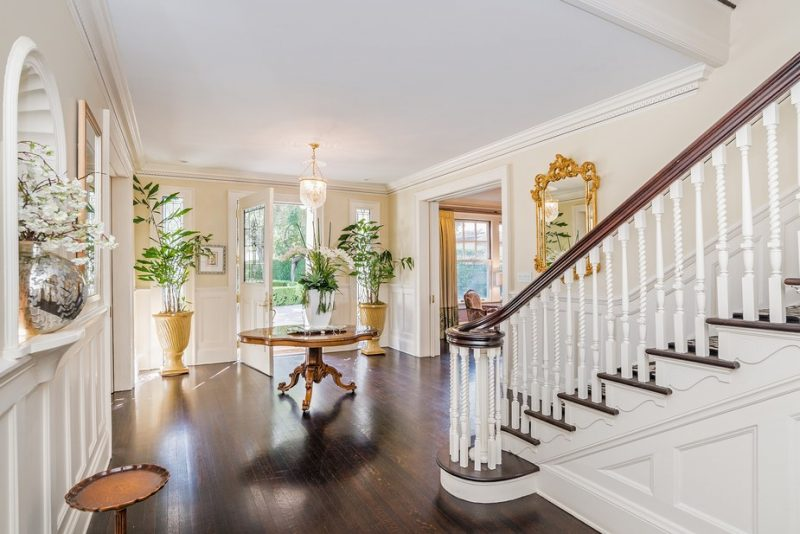 smokey-robinson-los-angeles-house-foyer-cococozy-architectural-digest