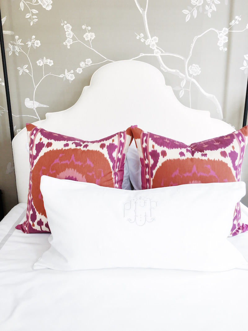 Bright White Bedding Pink Pillows Paloma Contreras Southern Style Now Showhouse