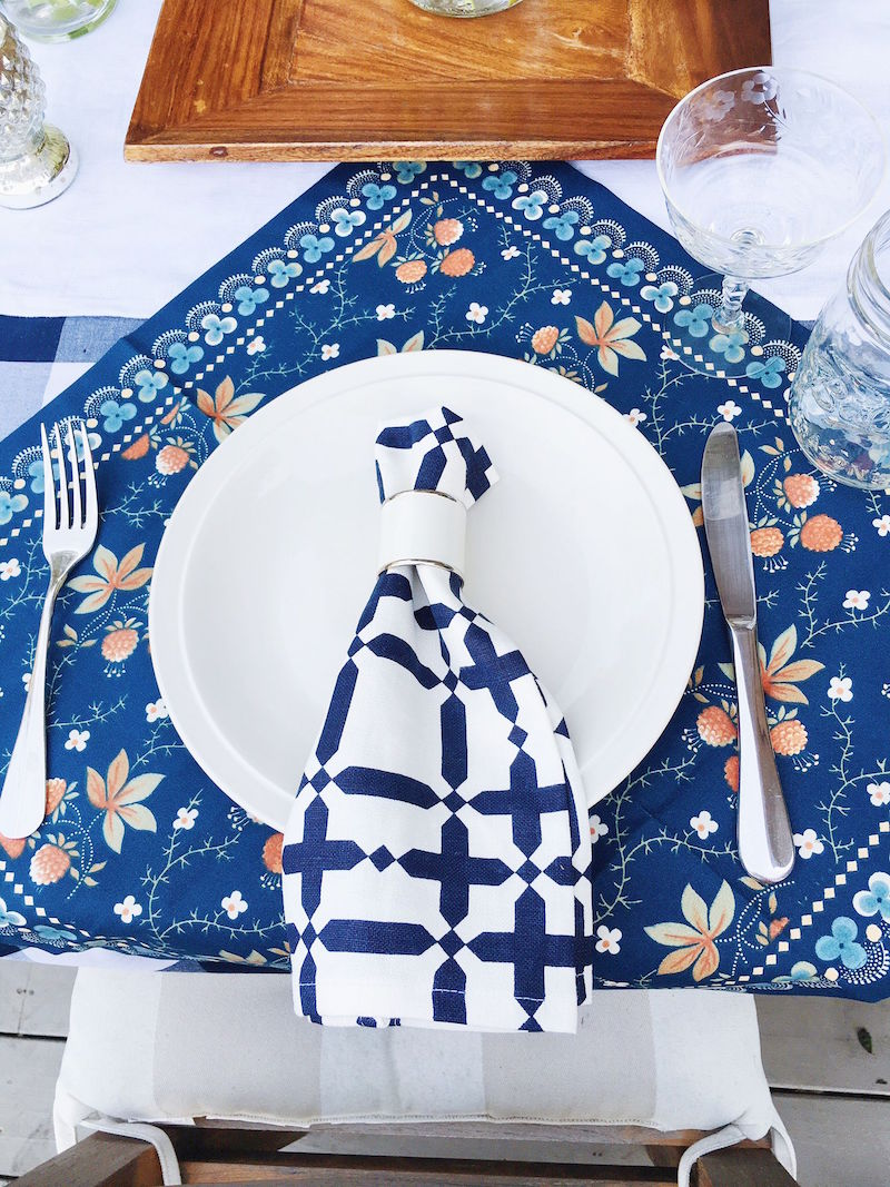 dining al fresco tablescape