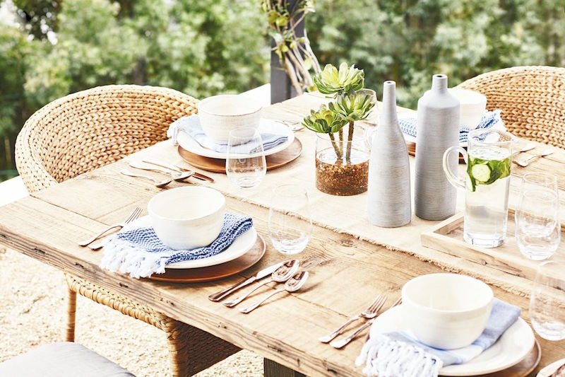 rustic outdoor entertaining dining
