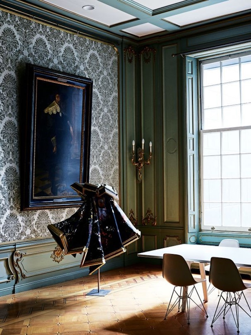 haute-couture-house-viktor-rolf-vogue-australia-dining-room