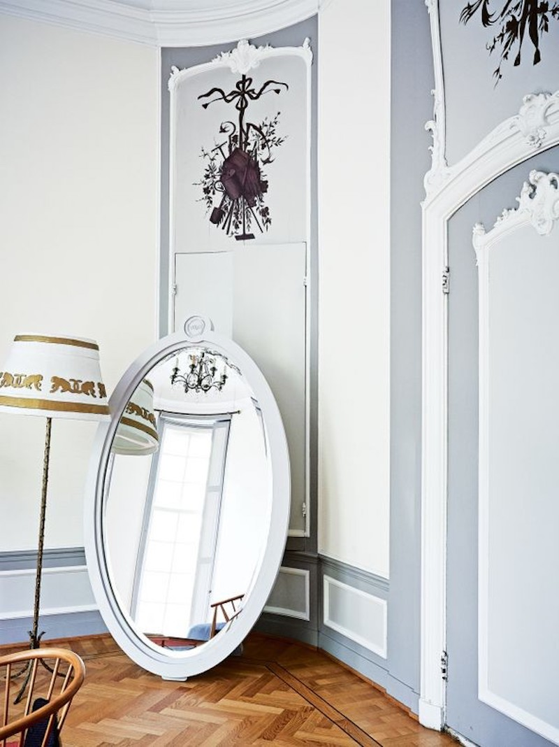 haute-couture-house-viktor-rolf-vogue-australia-white-room