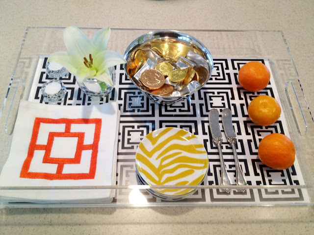 COCOCOZY Lucite tray in action