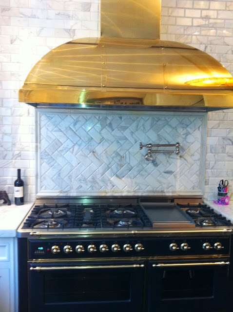 Cococozy Exclusive All That Glitters Is Brass In This Stunning Gourmet Kitchen And A Little