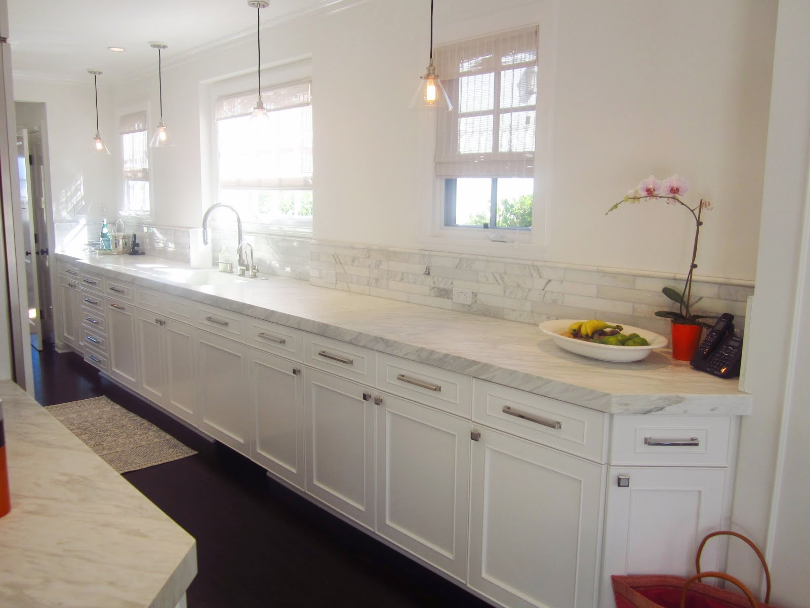 Cococozy exclusive a chic galley kitchen cococozy for Kitchen designs with white cabinets