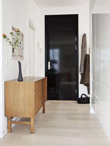 Apartment Foyer Interior Design : Fashion forward black white spring with a l c cococozy