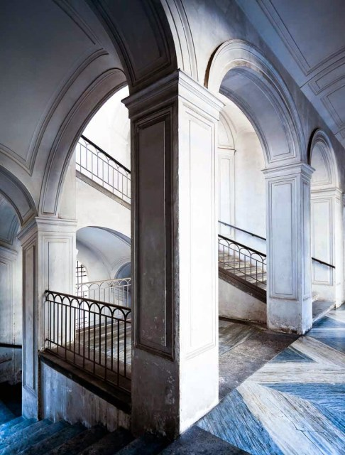 Arched marble foyer by Jerome Galland