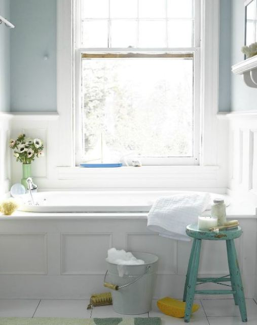 bathroom with drop in tub