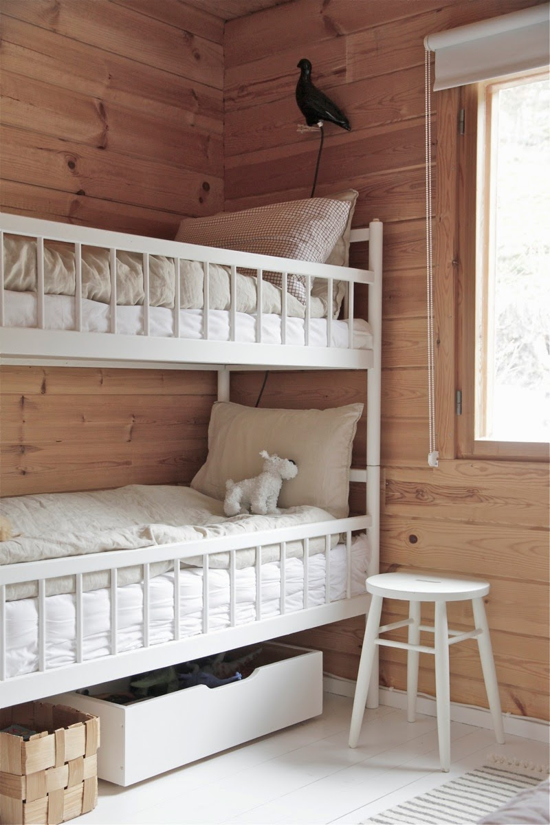 Cute Crib style u Small narrow twin beds with crib like railing would make the perfect bunk situation for kids around the same age above