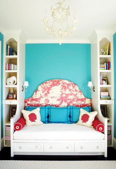 Bedroom with white tole faux bamboo chandelier, a daybed with rose and white tolie headboard and a turquoise painted wall