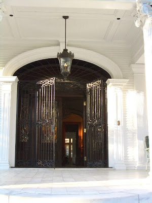 Entryway into the Wedding Cake House in New Orleans