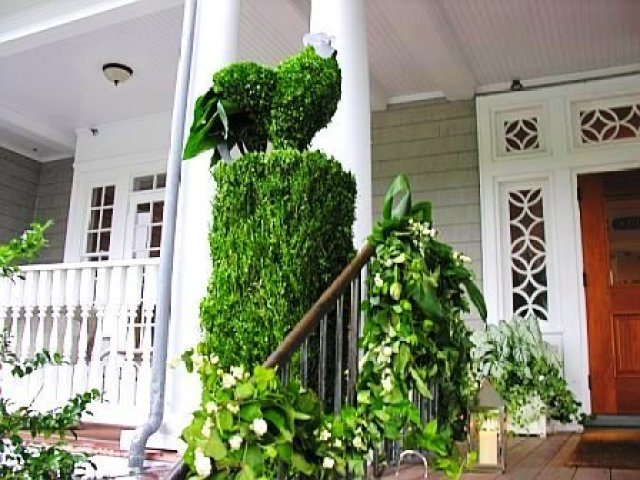 Close up of a bird inspired topiary at a wedding designed by Delaney Todd Bagwell