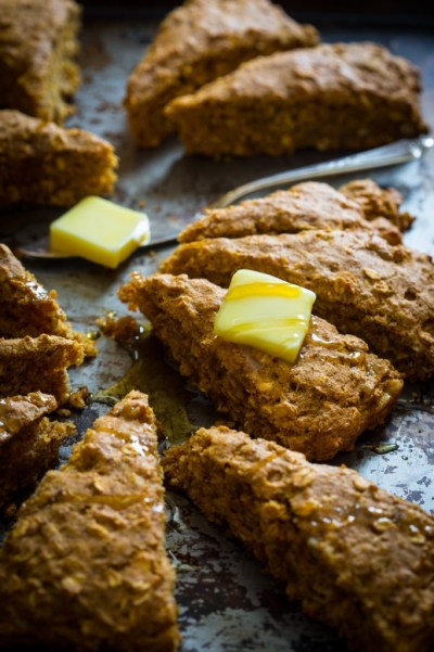 vegan-pumpkin-oat-scones-with-walnuts-013-682x1024