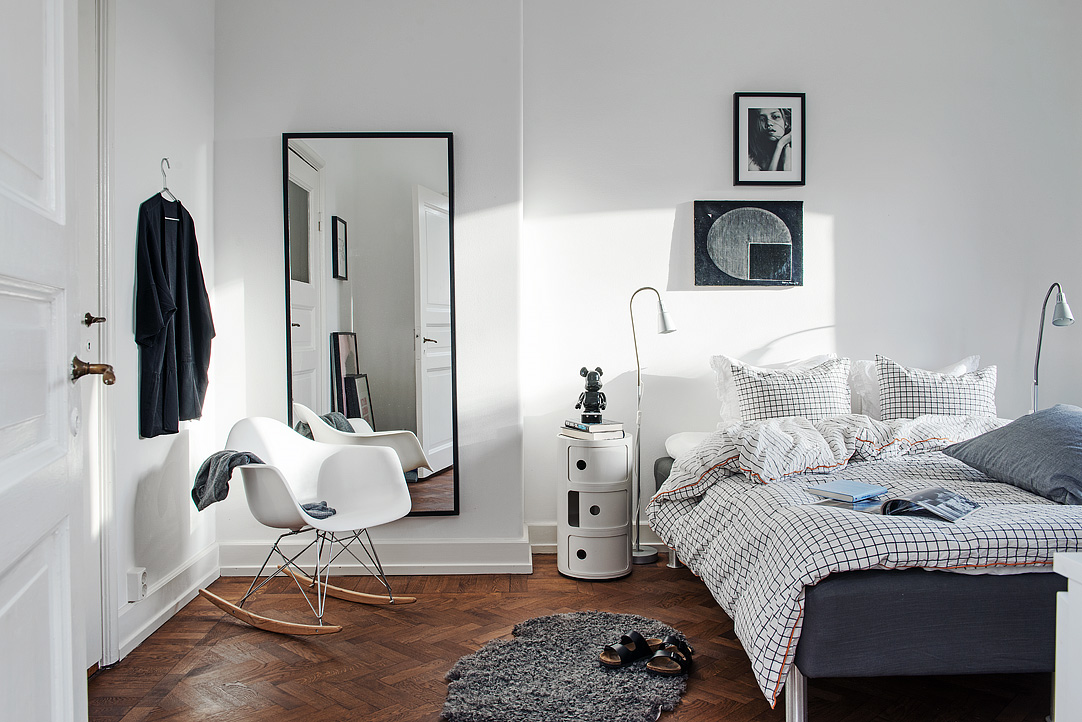 Home with round windows and little nooks  COCO LAPINE