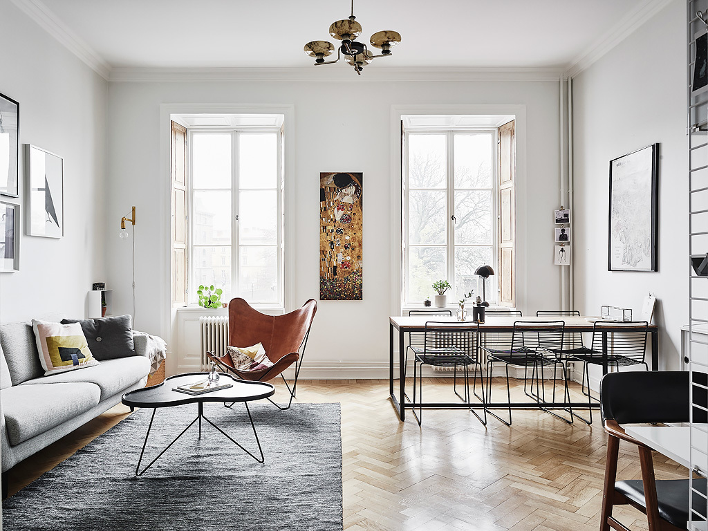 Butterfly chair on fishbone flooring  COCO LAPINE