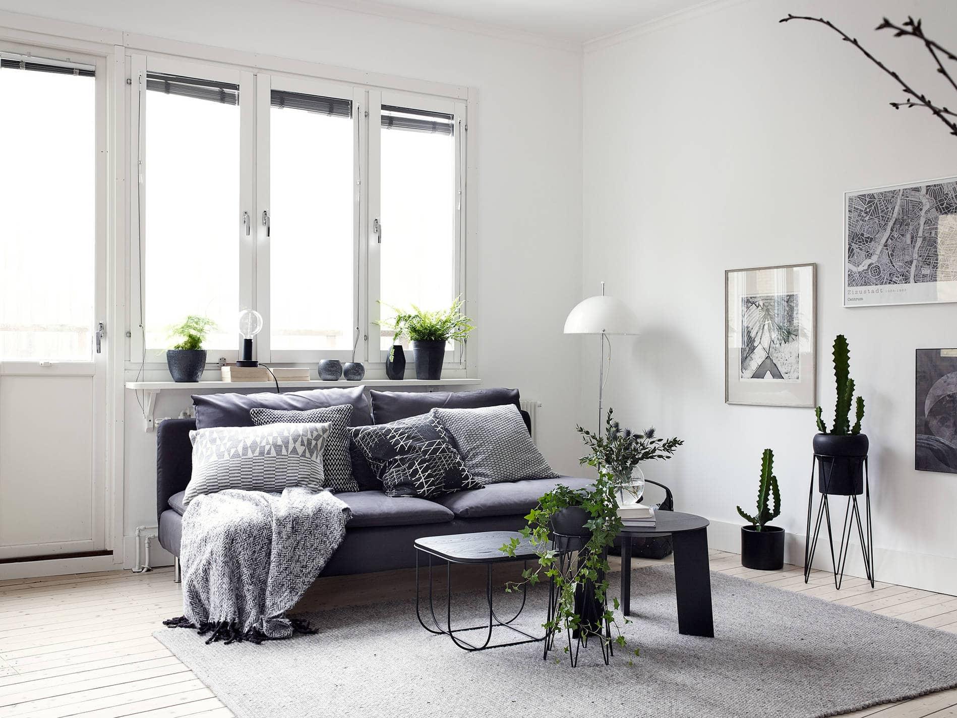 Black decor in a white interior  COCO LAPINE DESIGNCOCO