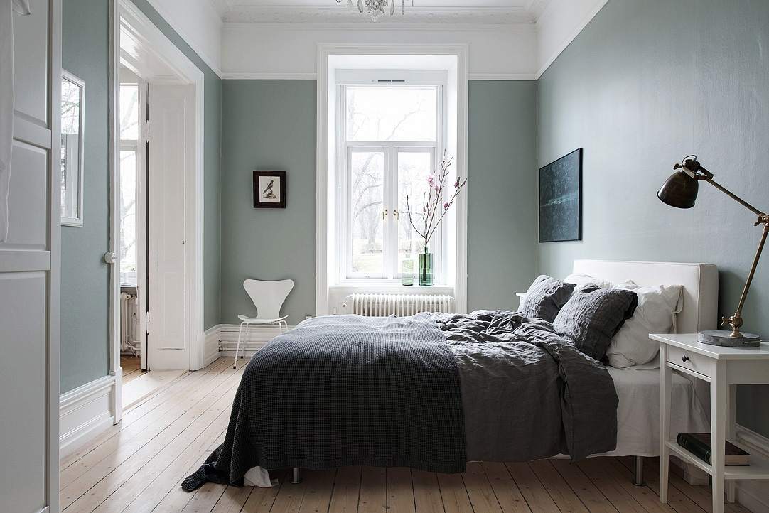 Majestic home with a green bedroom  COCO LAPINE