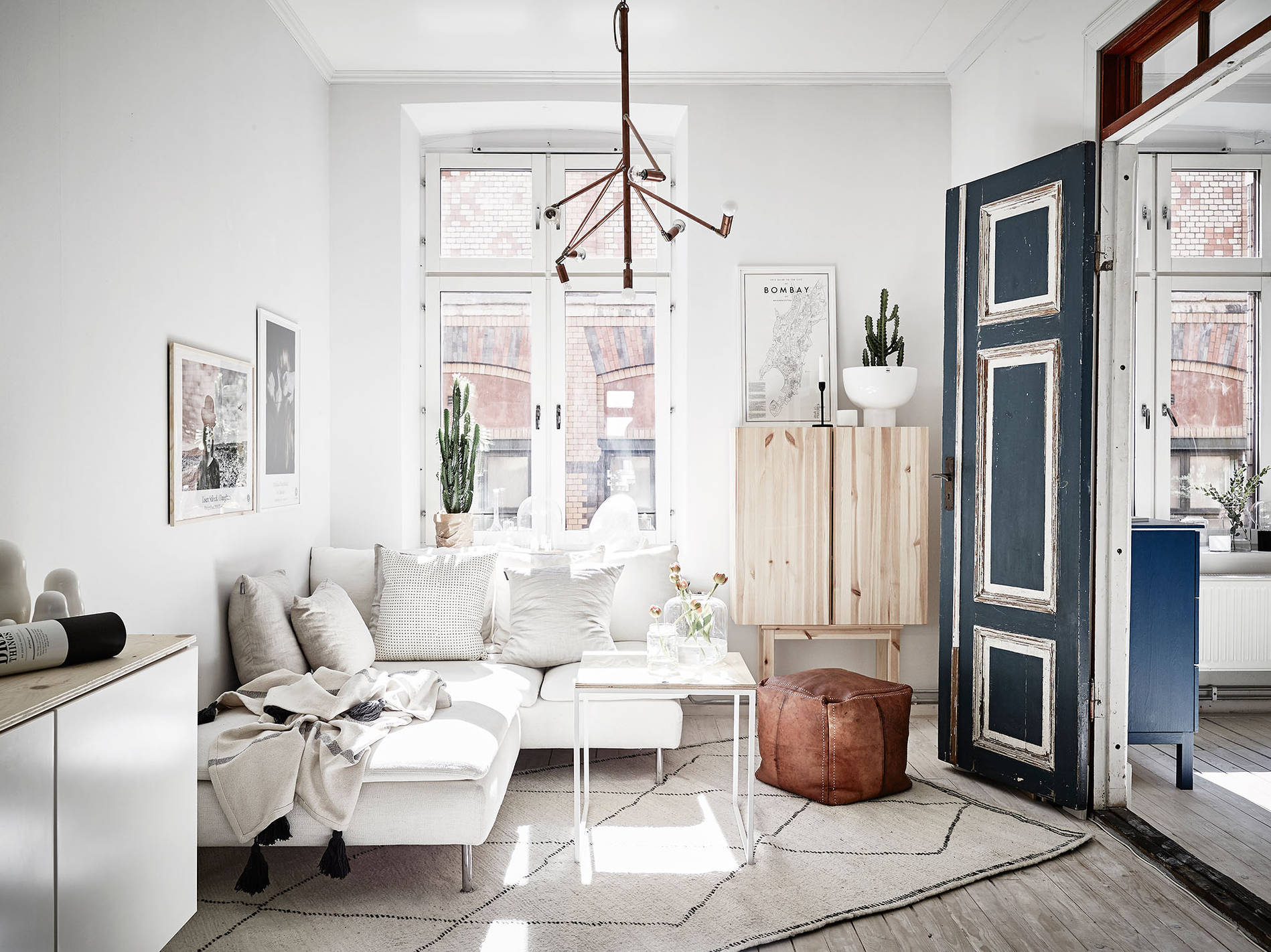 Blue doors and lots of charm  COCO LAPINE DESIGNCOCO