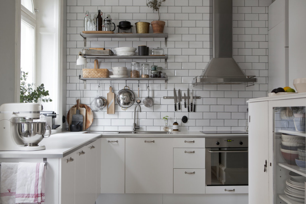 Fresh and cozy kitchen  COCO LAPINE DESIGNCOCO LAPINE DESIGN