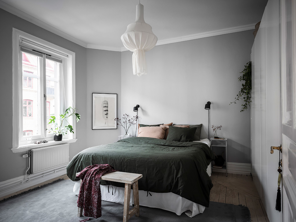 Cozy bedroom in green and grey - COCO LAPINE DESIGNCOCO LAPINE DESIGN