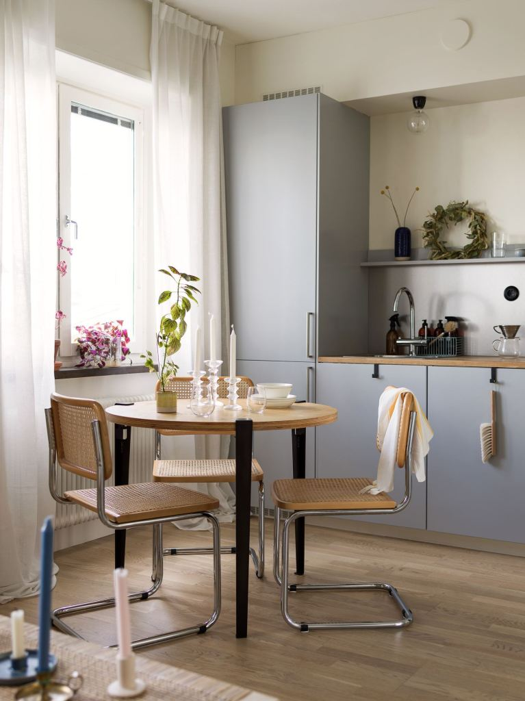 Kitchen in grey and oak