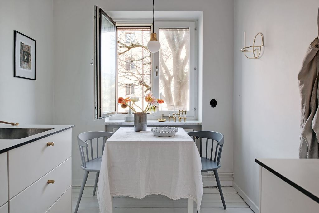 Simple kitchen dining table