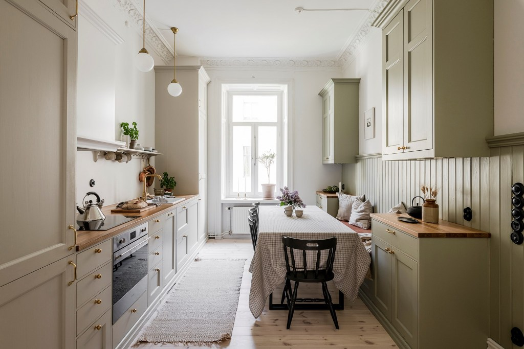 Home with an inviting shaker kitchen