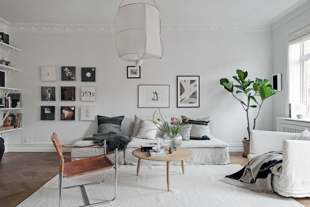 White home with a light decor